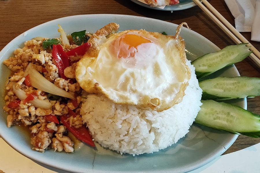 タイ料理「オールドタイランド GEMS市ヶ谷店」で「ガパオライス(1,100円)」のランチ
