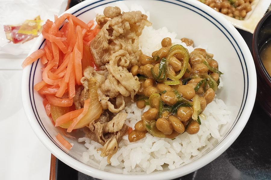 「吉野家 市ヶ谷駅前店」で「納豆牛鉢定食(404円)」の朝ごはん