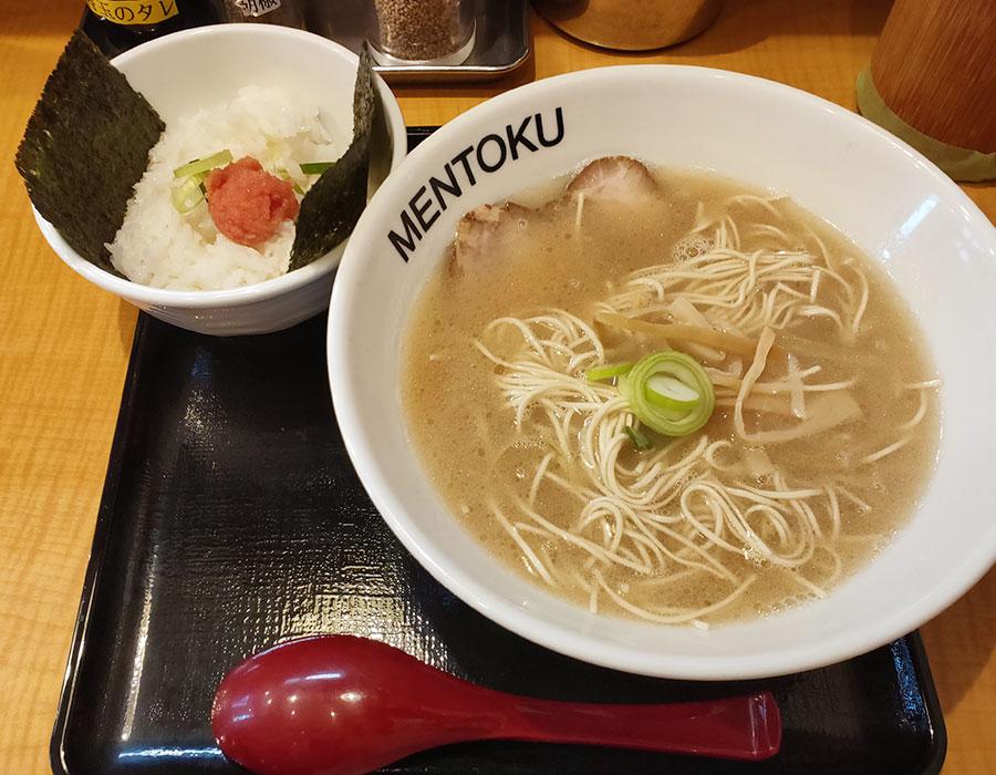 「麺徳」で「博多とんこつラーメン[こってり](700円)」[九段下]