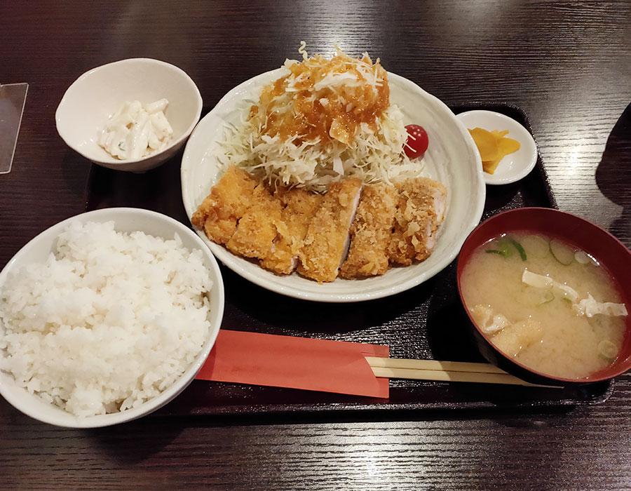 「地鶏とこだわりたまごyama」で「大山地鶏チキンカツ(950円)」のランチ[半蔵門]
