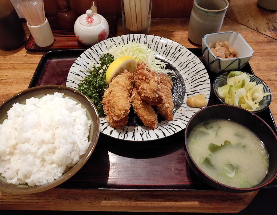 「味さと」で「かきフライ定食(940円)」のランチ[九段下]