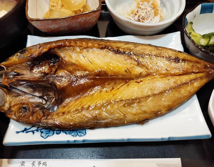 「魚 めし処 川佳」で「さば塩焼き定食(1,020円)」のランチ[麹町]