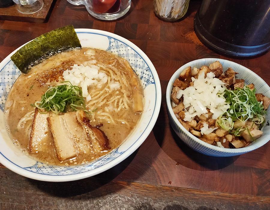 「麺や庄の」で「らーめん(790円)」