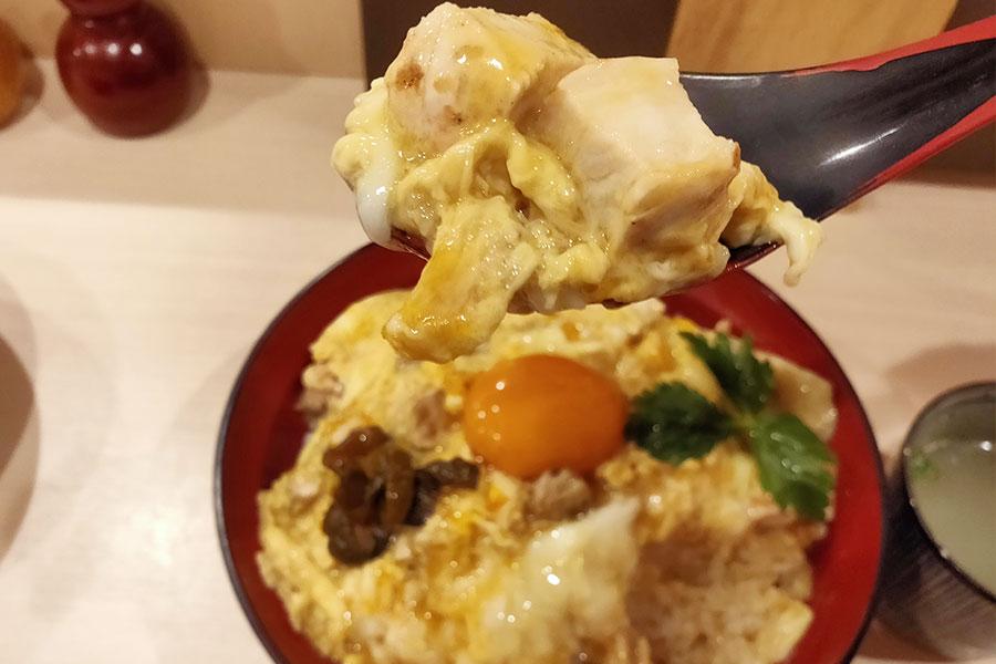 「やきとり お㐂樂」で「親子丼[大](1,250円)」のランチ[半蔵門]