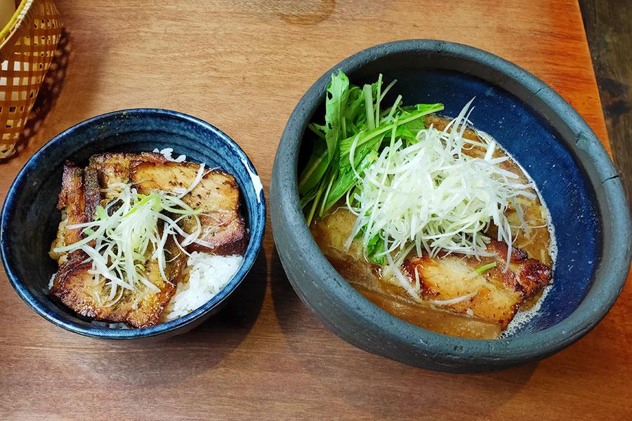 「極や 麹町店」で「らぁめん[醤油](750円)」