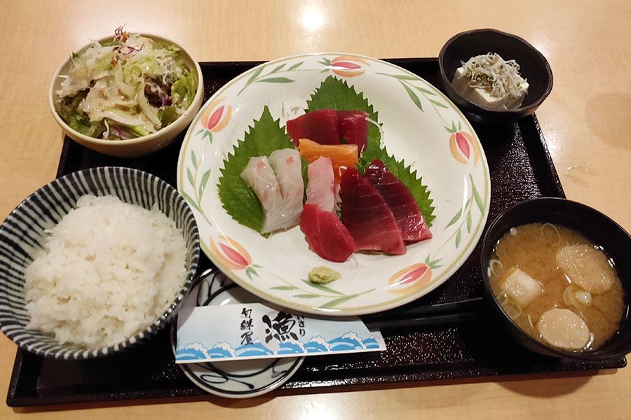 「旬鮮屋 漁(いさり)」で「本日の刺身定食(1,000円)」のランチ[麹町]