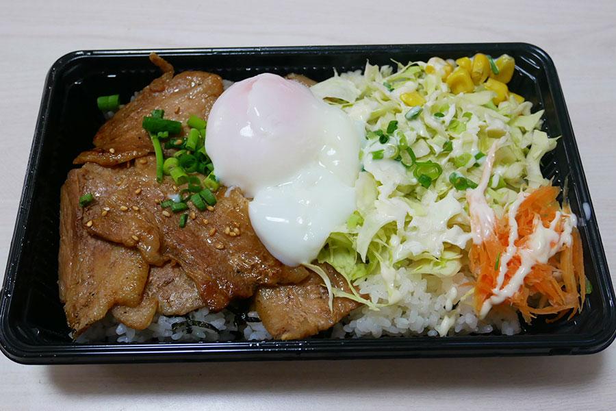 「もつ焼き 良」で「岩中豚ばらの豚丼(850円)」のお弁当