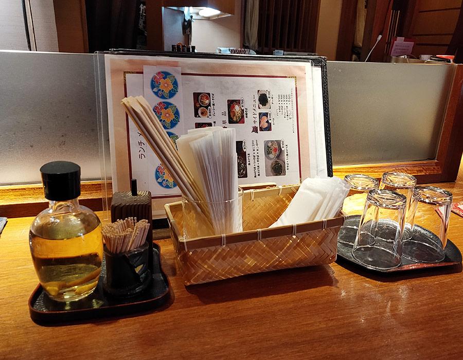 沖縄料理「みやらび」で「沖縄そば+ジューシー飯(1,000円)」のランチ