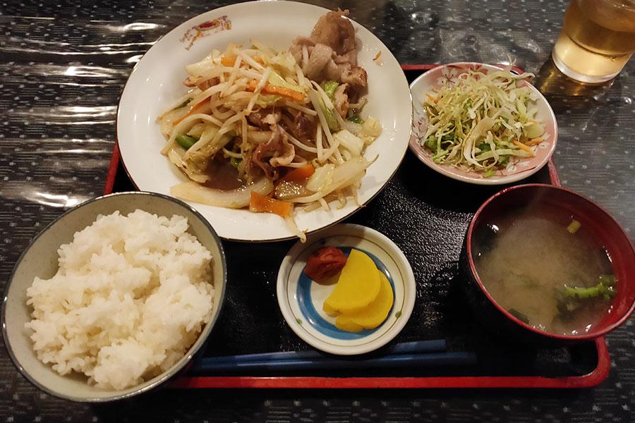 「与志井」で「肉野菜炒め(650円)」のランチ[四ツ谷]