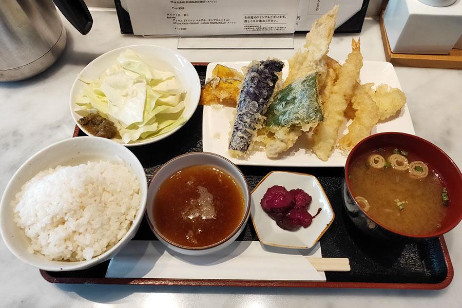 「天ぷらバル 天よし」で「天よし定食(1,100円)」でランチ