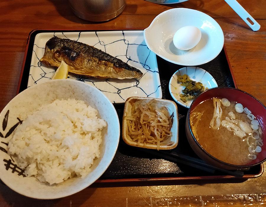 「酒肴亭 宮」で「さば塩焼き定食(900円)」のランチ