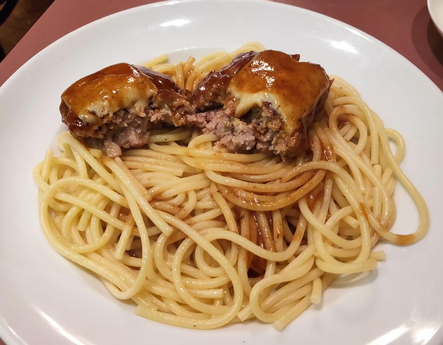 「葡萄の木」で「ハンバーグのせスパゲティランチ(930円)」