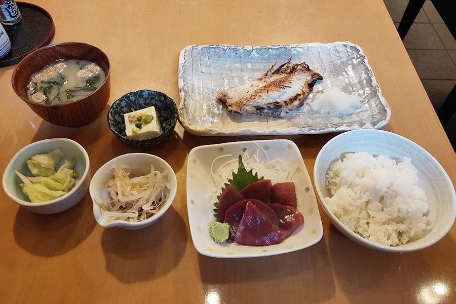 「きときと」で「焼き魚定食(880円)」のランチ