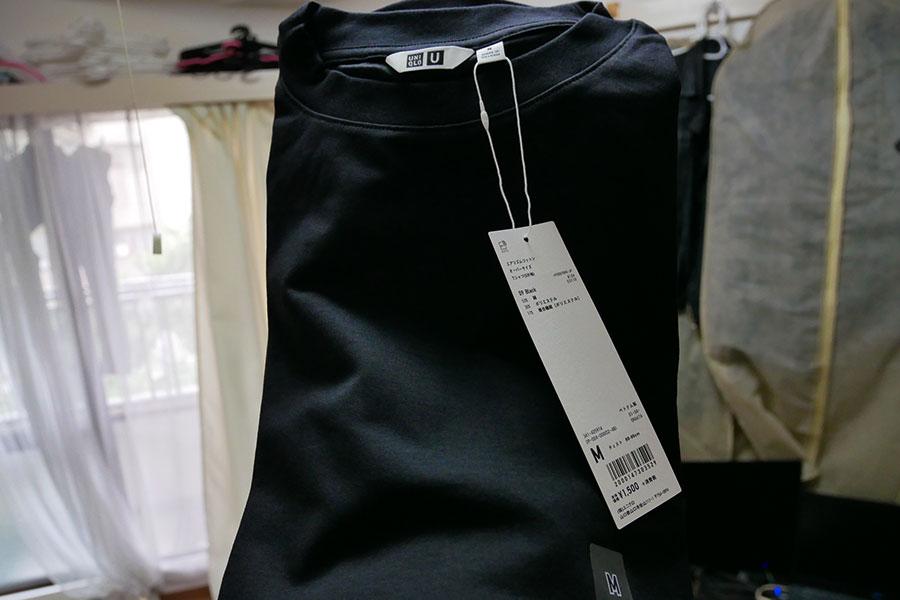「ユニクロ 市ケ谷駅店」で「エアリズムコットンオーバーサイズTシャツ[5分袖](990円)」を受け取り