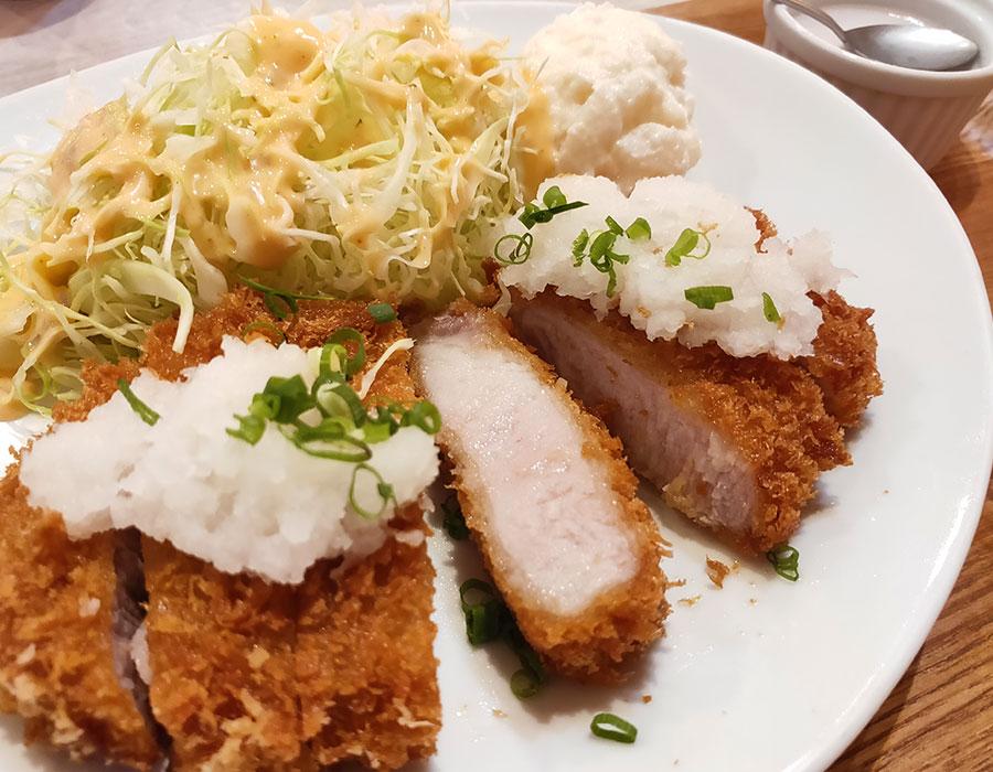 「Tokyo Porks(トウキョーポーク)」で「三元豚の厚切りトンカツ(830円)」のランチ