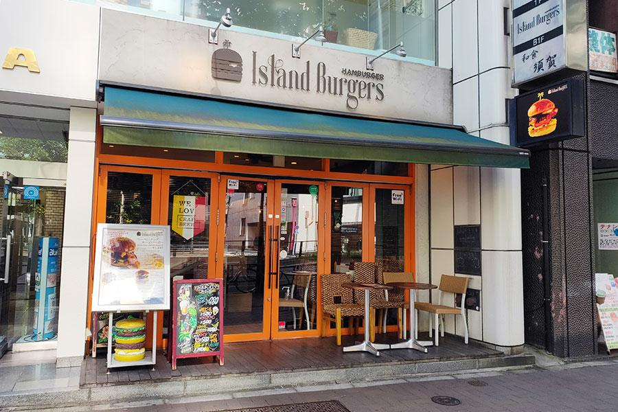 「Island Burgers 四谷三丁目店(アイランドバーガーズ)」で「ベーコン・エッグ・チーズバーガー(1,520円)」のランチ[四ツ谷三丁目]