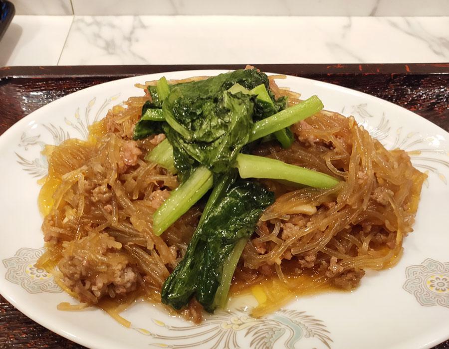 「萬利(まんり)」で「挽肉と春雨のうま煮(850円)」のランチ