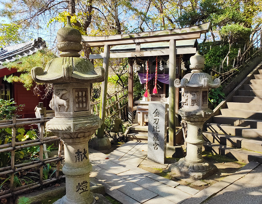 「市谷亀岡八幡宮」の「出世稲荷神社」で出世を拝んできた