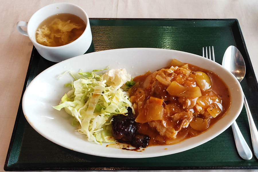 「青山からす亭」で「牛肉のトマト煮込みライス(1,080円)」のランチ[麴町]