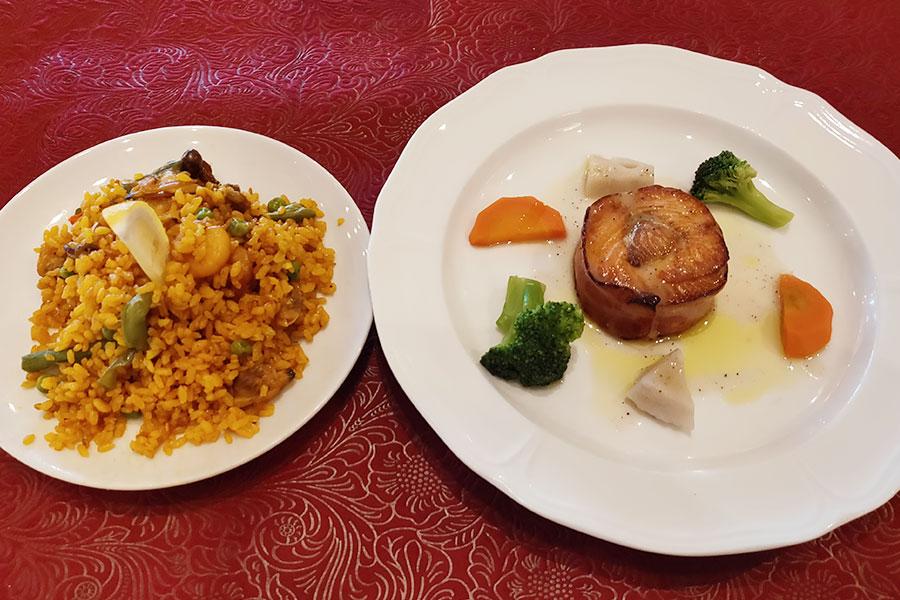 スペイン料理「メソン・セルバンテス」で「サーモンのベーコン巻 香味野菜ソース(1,000円)」のランチ[麹町駅]