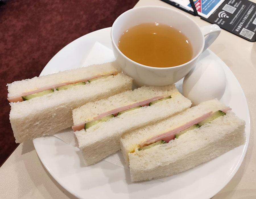 「喫茶室ルノアール 市ヶ谷外堀通り店」で「トースト(60円)」のモーニング