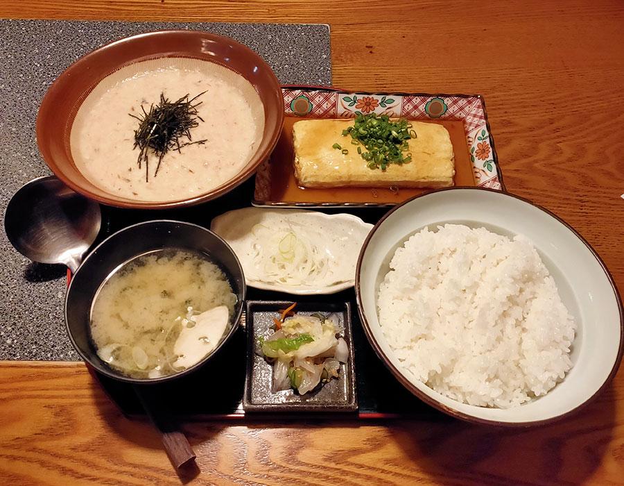 「九州 熱中屋 市ヶ谷 LIVE」で「九州麦とろろ定食(900円)」のランチ