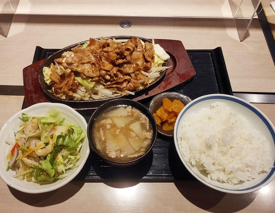 「かりん 市ヶ谷店」で「豚焼肉定食(900円)」のランチ