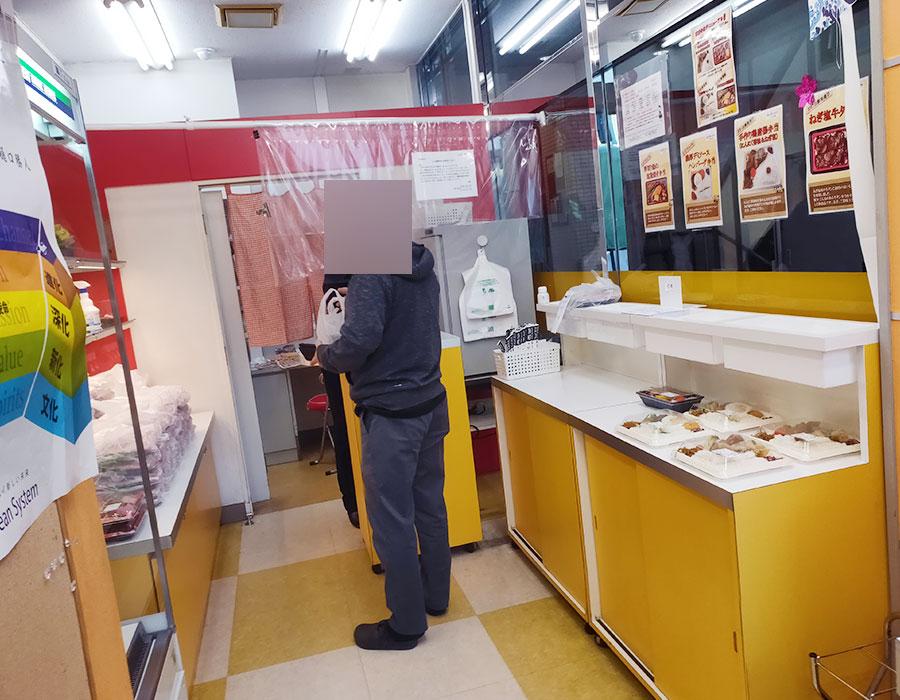 「こしひかり弁当 五番町店」で「厚切り鮭の塩麴焼き弁当(550円)」
