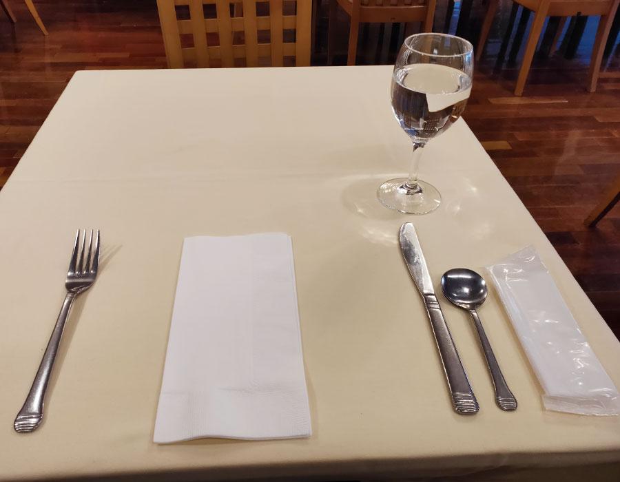 「レストラン朱鷺」で「ポークグリル(1,200円)」のランチ[四ツ谷/曙橋]