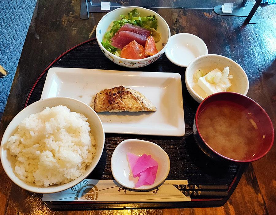 「田まる」で「シルバー塩焼き定食(980円)」のランチ
