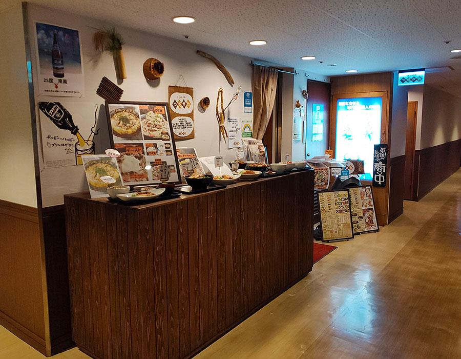 「うまいものや つだがわ」で「カレーブタメン ミニ丼セット(930円)」のランチ