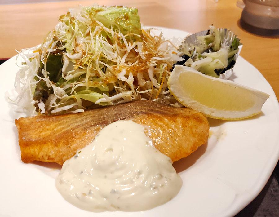 「キッチン水野」で「鮭ソテータルタルソース(950円)」のランチ